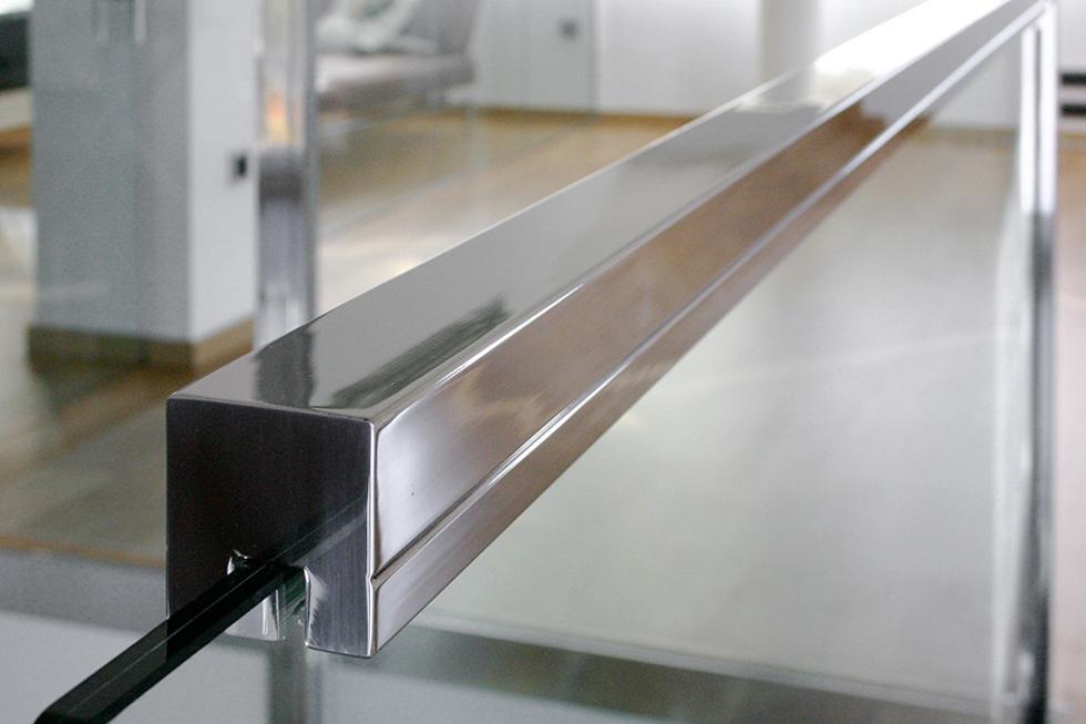 Barandilla de acero y cristal. Antes y después de una reforma integral | Chiralt arquitectos Valencia | Casa La Pobla