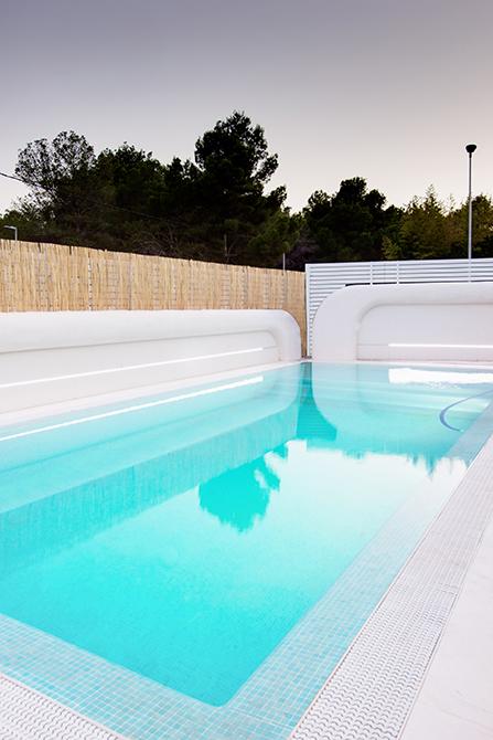Piscina en casa pasiva moderna | Chiralt arquitectos Valencia