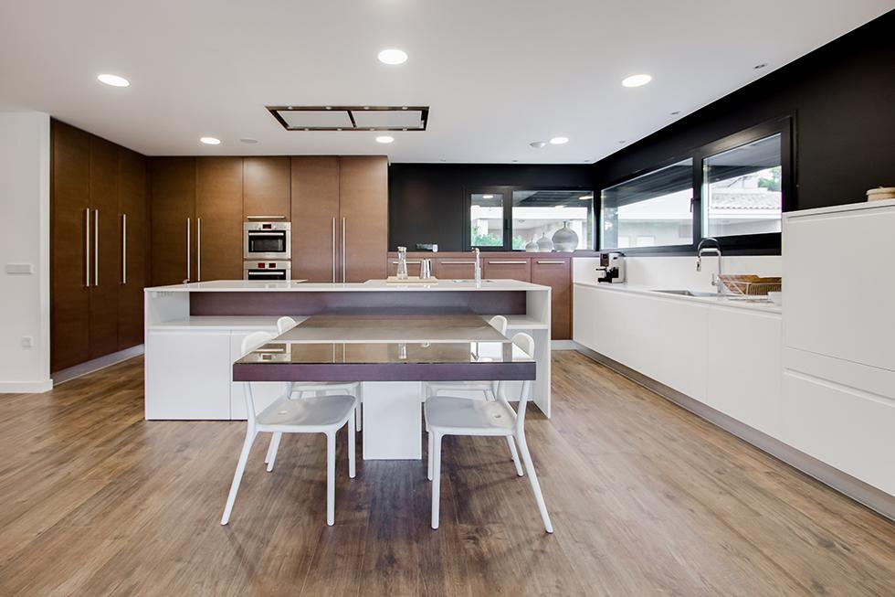Top 6 cocinas modernas chiralt arquitectos for Cocinas modernas para apartamentos