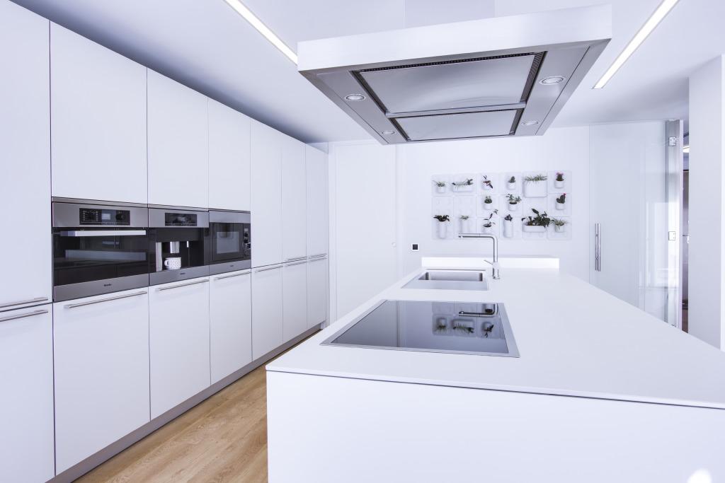 Chiralt arquitectos valenciauna cocina moderna chiralt for Cocinas modernas valencia