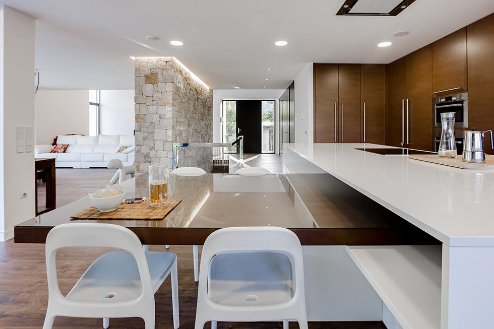 Chiralt arquitectos valenciatop 6 cocinas modernas for Casa minimalista interior cocina
