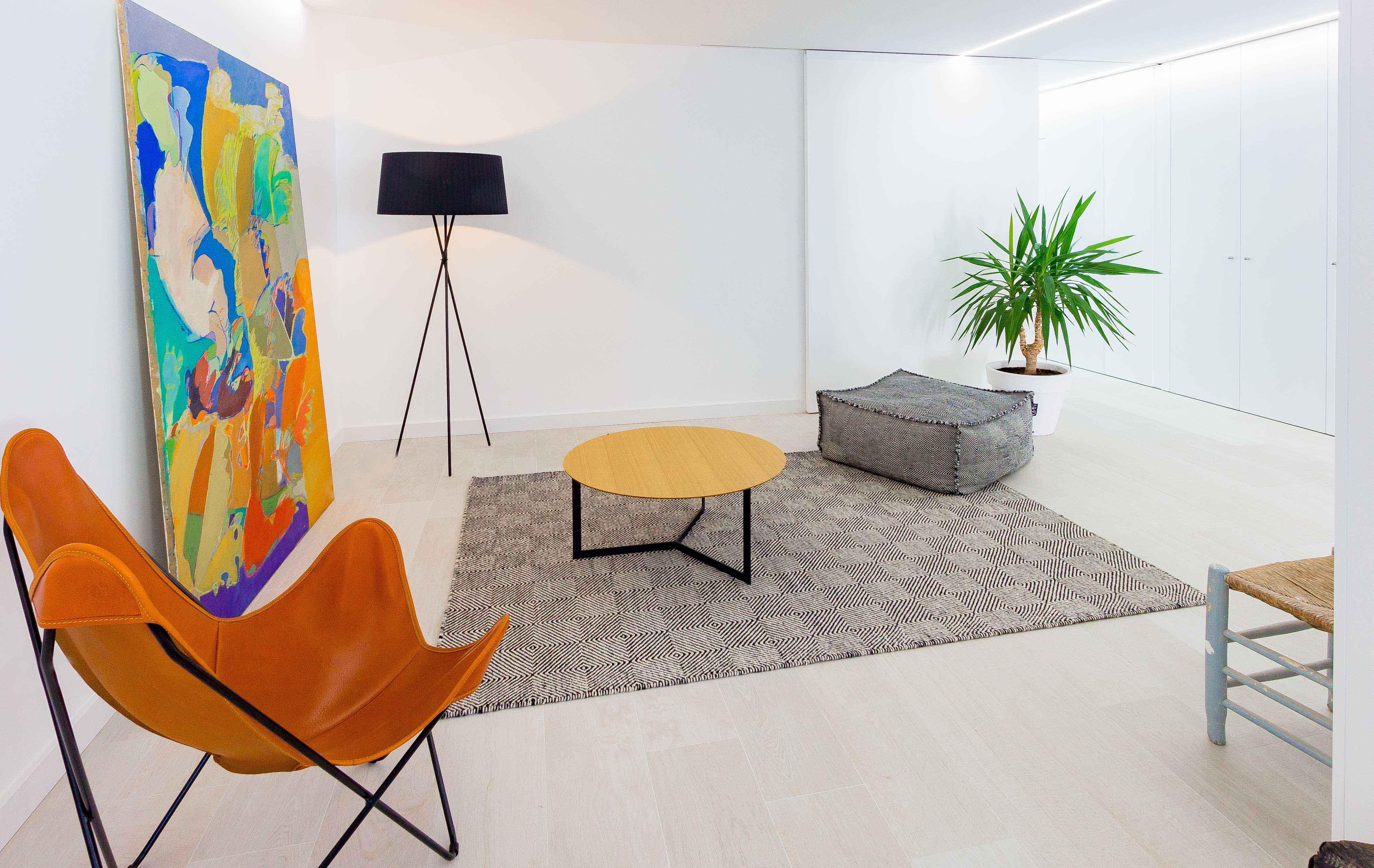 Decoración de salón en reforma de casa minimalista. Chiralt Arquitectos Valencia.