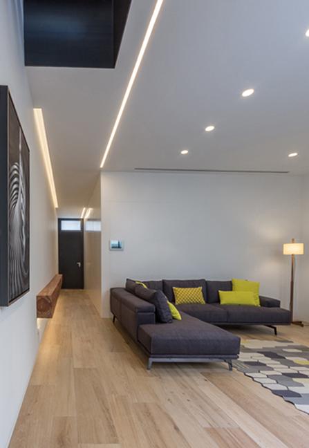 Recibidor. Suelo de madera. Salon Casa de pueblo moderna