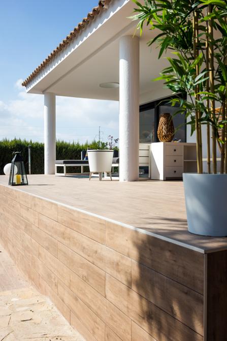 Reforma terraza con escaleras y piscina en vivienda mediterranea. Chiralt Arquitectos Valencia