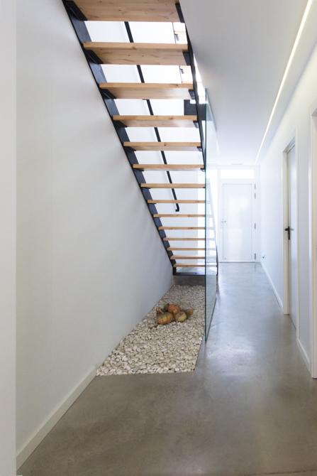 Escalera estilo nórdico de hierro y cristal en vivienda estilo nórdico - Chiralt Arquitectos Valencia