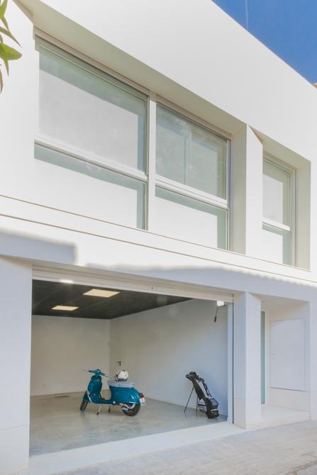 Garaje moderno vivienda estilo nórdico - Chiralt Arquitectos Valencia