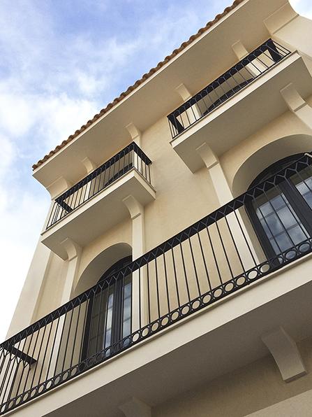 Chiralt arquitectos valenciacalaiaia una casa de pueblo - Fachadas viviendas unifamiliares ...